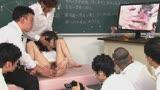 羞恥 新任女教師が学習教材にされる男子校の性教育 生徒の目の前で無遠慮な指が膣に挿入される!プライドは崩壊するが、子宮の奥から愛液があふれ出る32