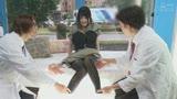 """マジックミラー号ハードボイルド 街で働く女性に""""濡れると光るストッキング""""を履いてもらって美脚を堪能!興奮してきたらお金で口説いてデカチン激ピストン!17"""