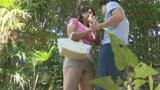 父に隠れて太陽の下でまぐわう愛ある親子の大自然交尾 笹山希 37歳1